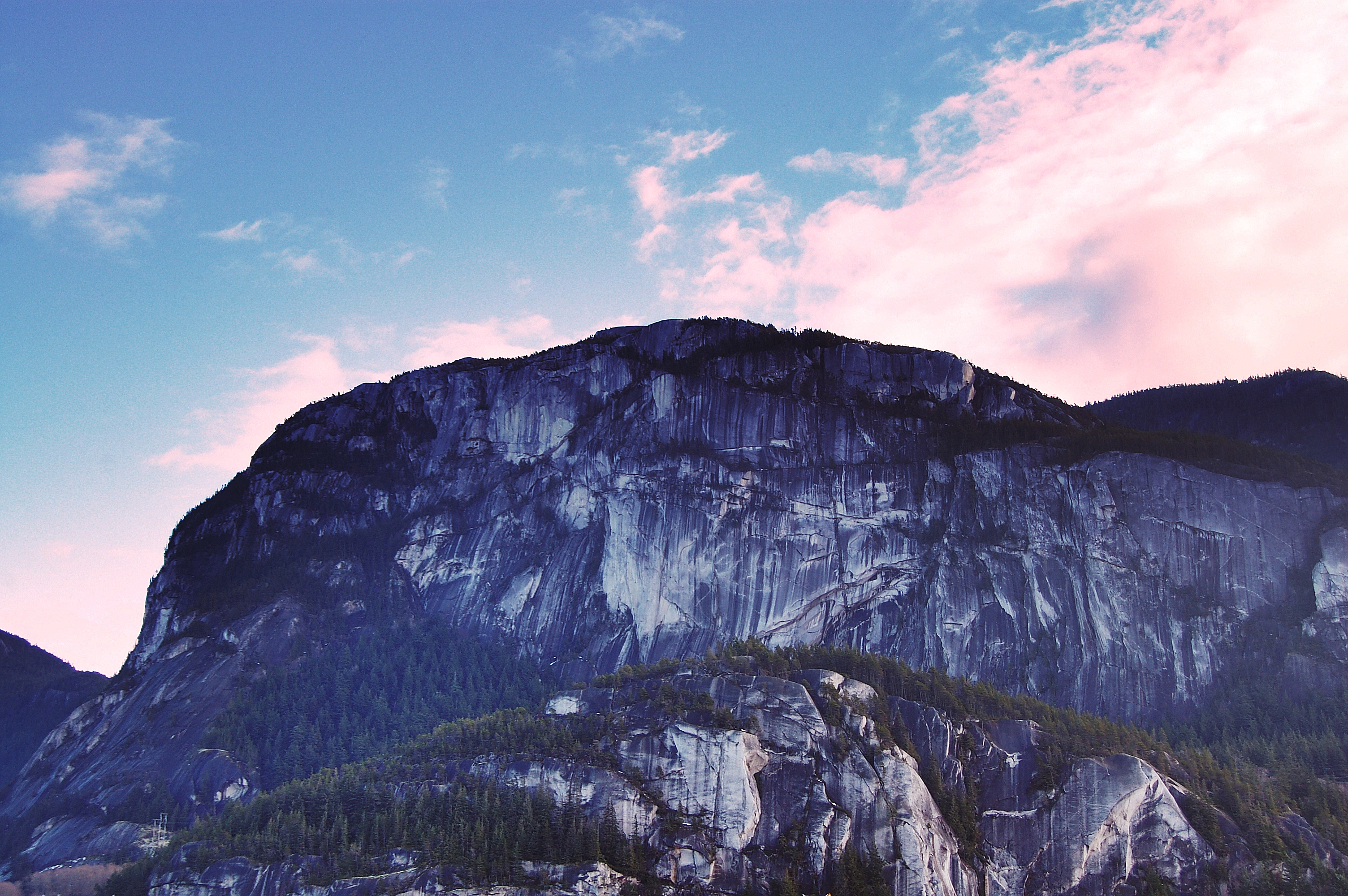 yosemite desktop wallpaper for canadians: the chief in squamish, bc